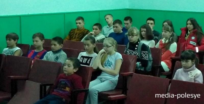 Курсанты на встрече с ребятами в Теребежовской средней школе