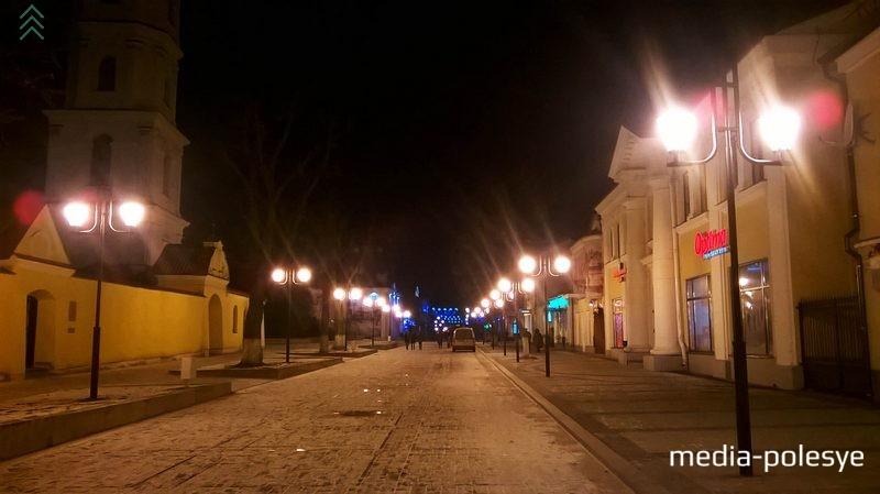 На этом участке улицы Ленина установят тротуарную подсветку