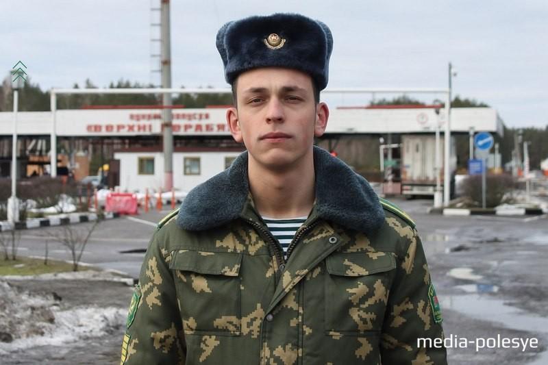 Алексей Бучнев родился в семье военных