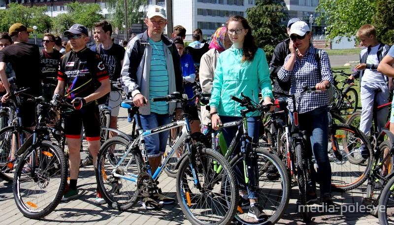 В Пинске открыли велосезон-2018. Приняли участие более 500 человек