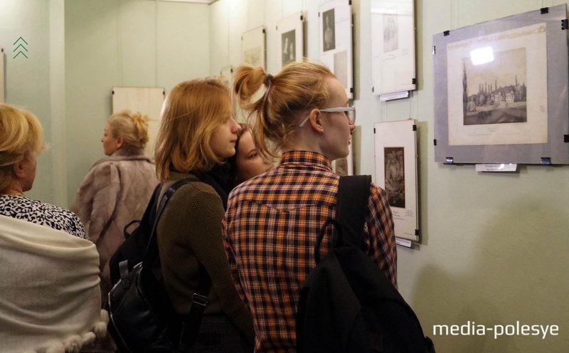 Будущие дизайнеры на выставке
