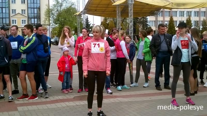 В забеге принимало участие много представительниц прекрасного пола