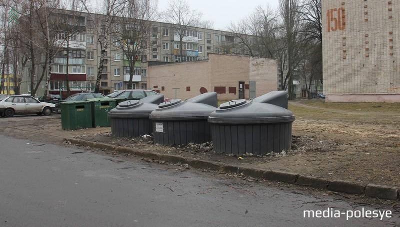 Во дворе улиц Центральная-Первомайская контейнеры расположили удачно