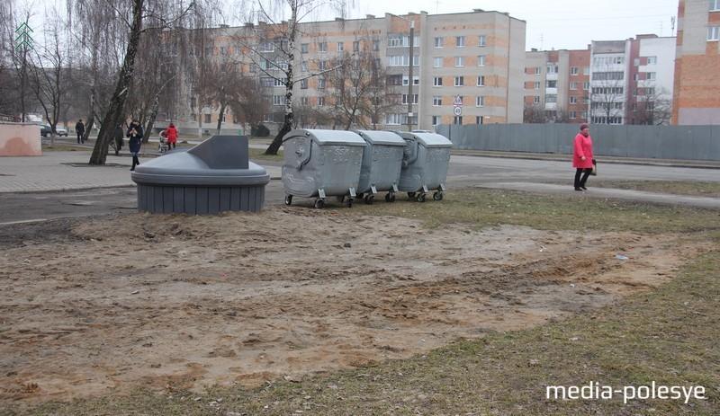 На улице Рокоссовского, вроде бы всё удачно, но опять кто-то ездит по грунту
