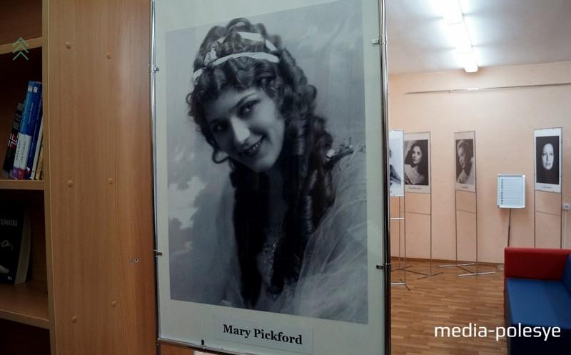 Мэри Пикфолд - легенда немого кино, создала собственную киностудию, была основателем Американской академии киноискусства, возглавляла фонд помощи нуждающимся киноактёрам и фонд борьбы с полимеолитом