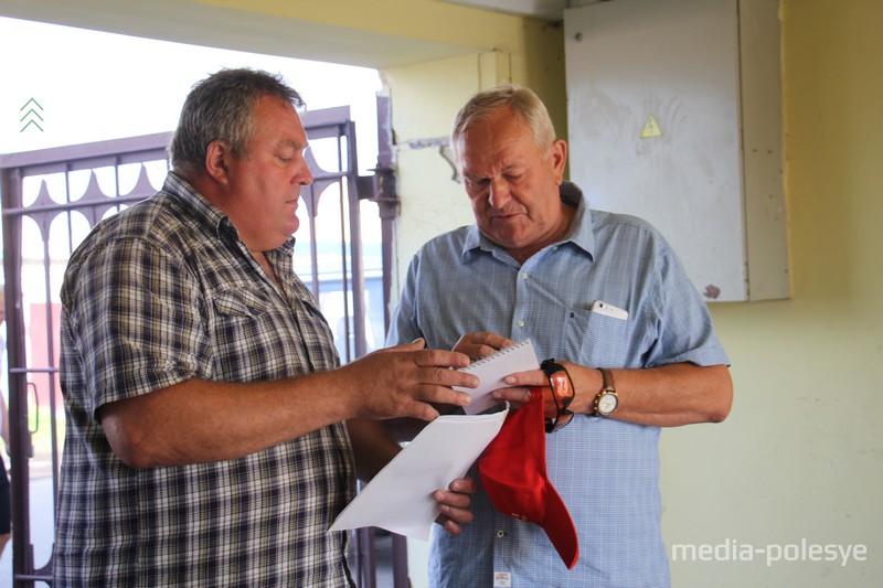 Главный тренер национальной сборной Антон Власовец (слева) и руководитель системы ДОСААФ Иван Дырман