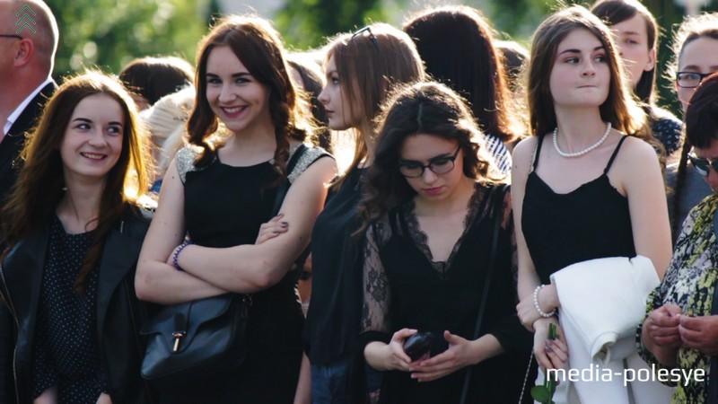 Гости праздника с интересом наблюдали за происходящим