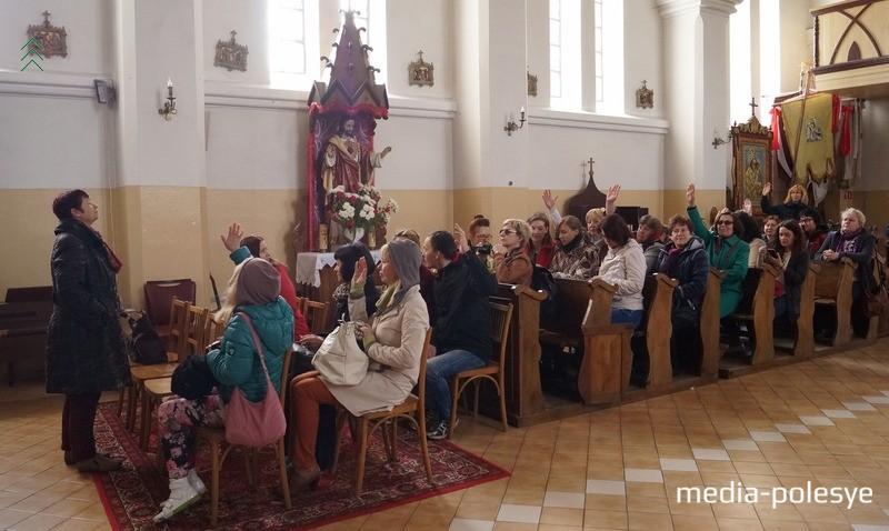 Учебная экскурсия в Логишенском костёле Святых Петра и Павла, где хранится икона Божьей Матери – Королевы Полесья