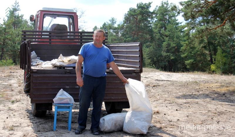 Скупщик клюквы. В Хороший день люди могут сдать более 5 тонн ягоды