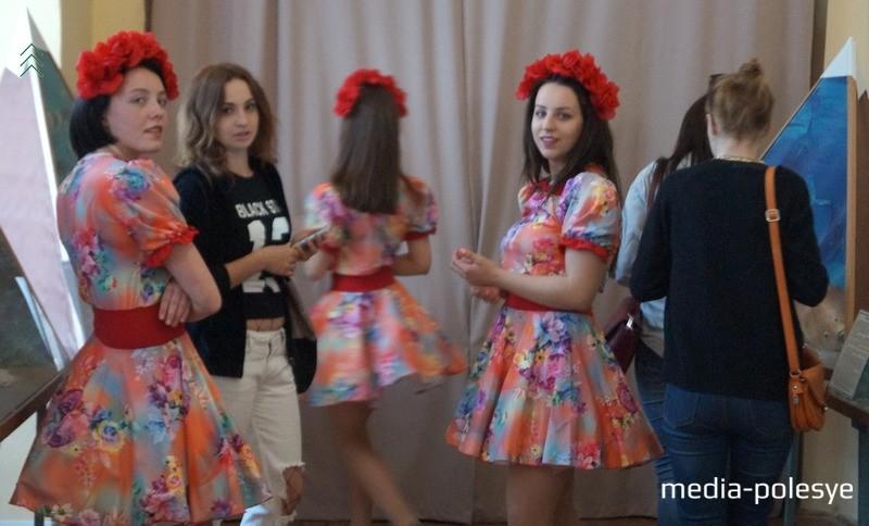 На празднике выступали танцевальные коллективы