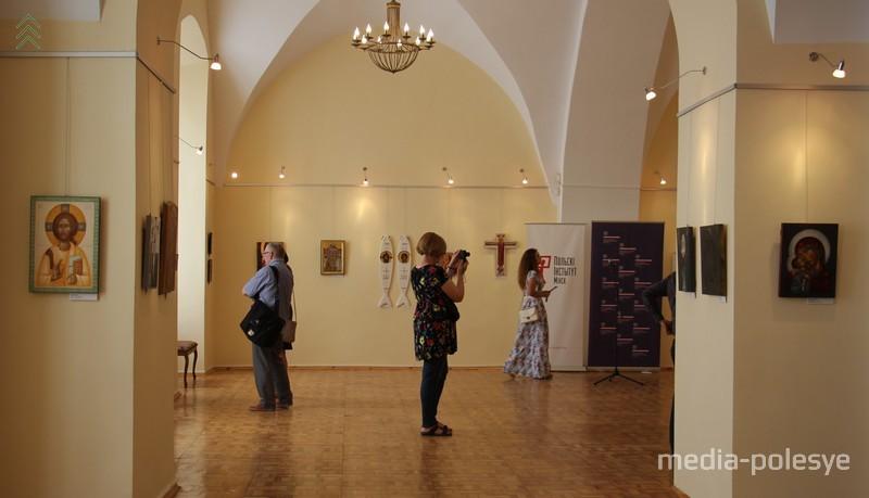 Выставка в старинных залах Пинского музея