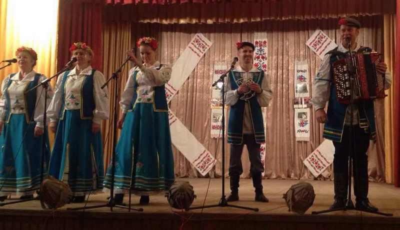 Выступае коллектив Давид-Городокского ГДК