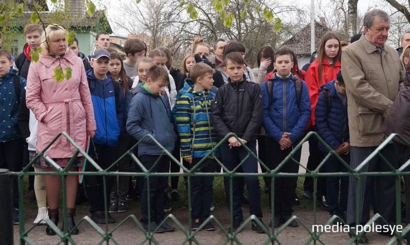 Шаловливые школьники притихли, когда услышали о трагедии узников