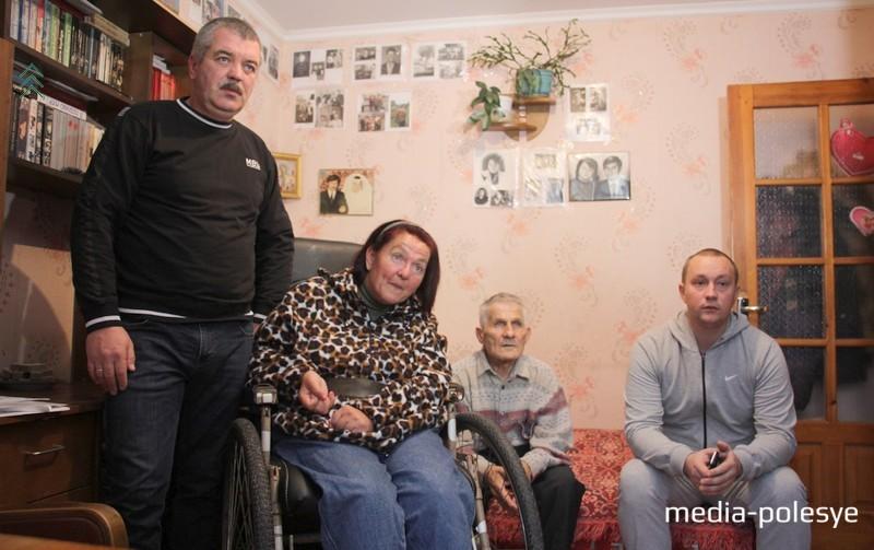 Крайний слева брат Татьяны  - Анатолий, крайний справа – зять Денис