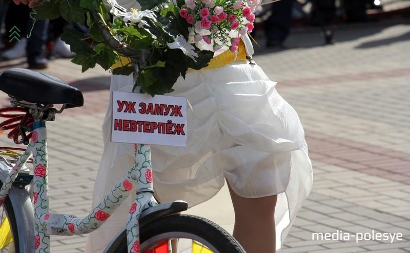 Невесты на велосипедах проехались по Пинску