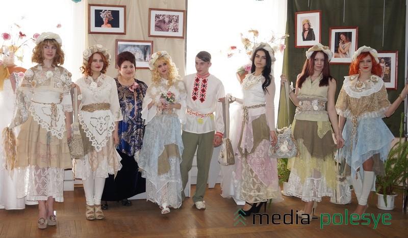 Дефиле в нарядах, сшитых Анной Бондаренко, вызвало восхищение у собравшихся