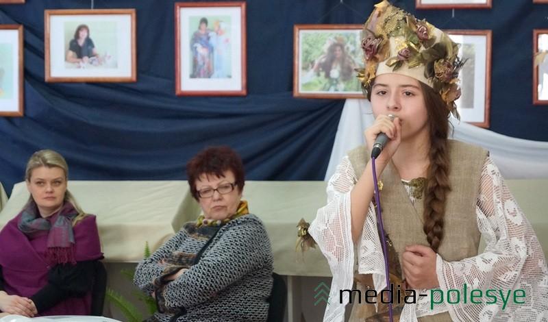 В костюме от Анны Бондаренко и с песней =Ластаўка= – Анжелика Пахолак