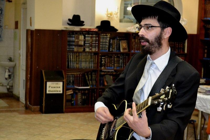 Выступление в синагоге (со странички Пинхаса)