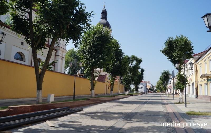 На втором этапе реконструкции улицы Ленина старые липы удалось вписать в концепцию проекта