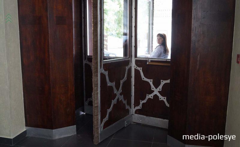 Знаменитая дверь-вертушка осталась на месте