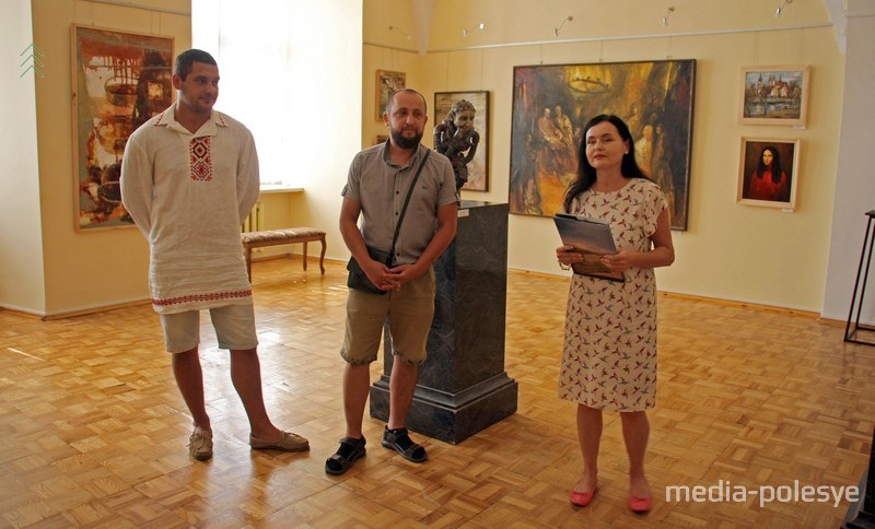 Владимир Волосков (слева) и Сергей Мисюн на открытии выставки