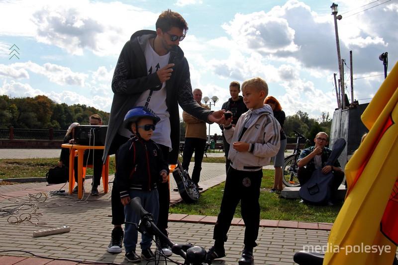 Награждение самых юных участников велопробега