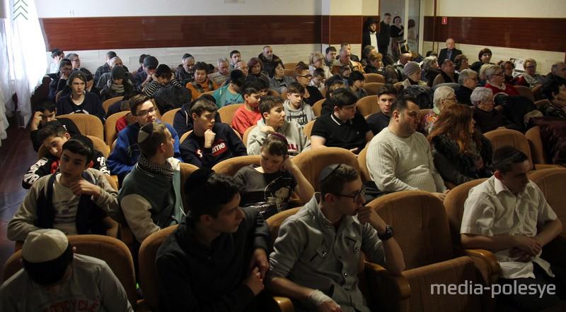 В Пинске существует довольно большая и активная еврейская община, есть синагога, музей, школы для мальчиков и девочек