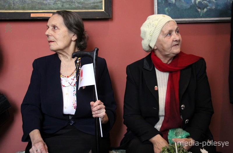 Бывшие комсомольские активисты пришли на выставку