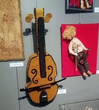 Та самая скрипка. Фото pinskeparh.by