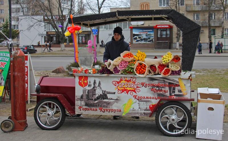 В разных частях города открылись «цветочные базары», на них продавали в основном тюльпаны