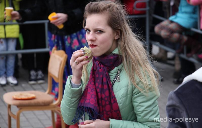Поедание блинов
