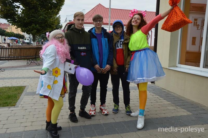 Фото с весёлыми клоунессами