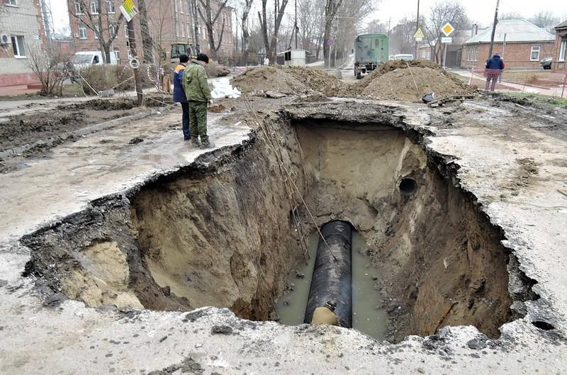 В Таганроге объявили ЧС и раскопали одновременно сотни метров улиц. Фото с www.1rnd.ru