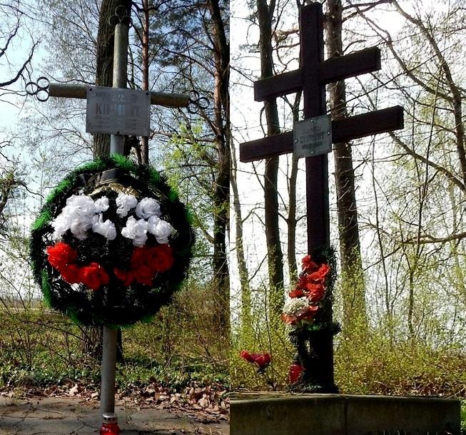Кресты на предполагаемом месте захоронения Романа и Болеслава Скирмунтов в поречском парке