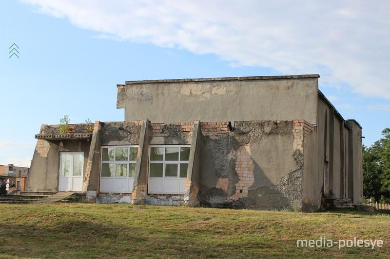 Здание кинотеатра до ремонта