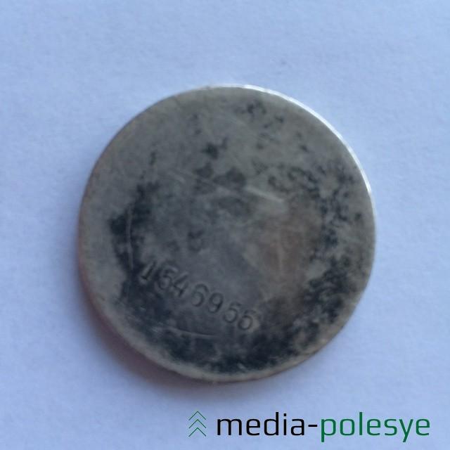 Медаль в том виде, когда её принёс в редакцию Сергей Гнедько, а мы передали её в райвоенкомат