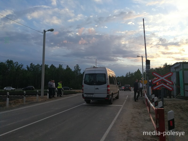 Движение по трассе М10 под Лунинцем пущено через переезд