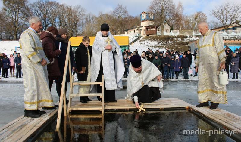 Совершается чин освящения воды