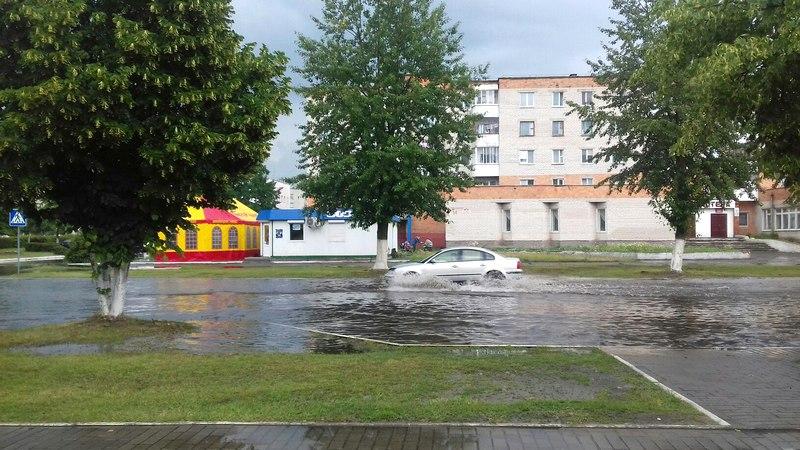 После дождя возле городской библиотеки. Фото из соцсетей Полины Царик