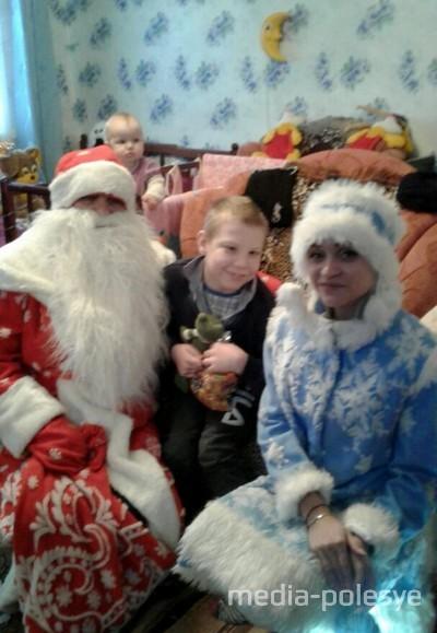 К некоторым детям Дед Мороз пришёл домой