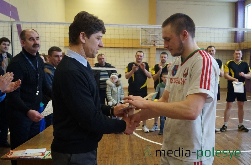 Лучший игрок турнира Александр Кононюк (Редигерово)