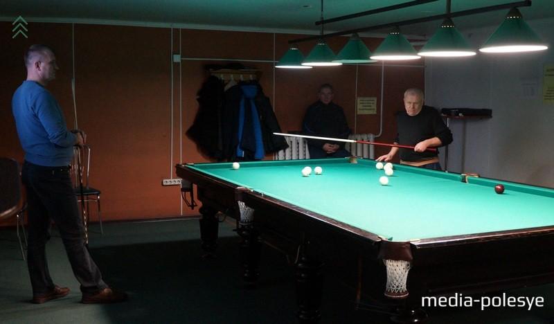 Момент игры между Ю.Мартынковским и В.Рыжко
