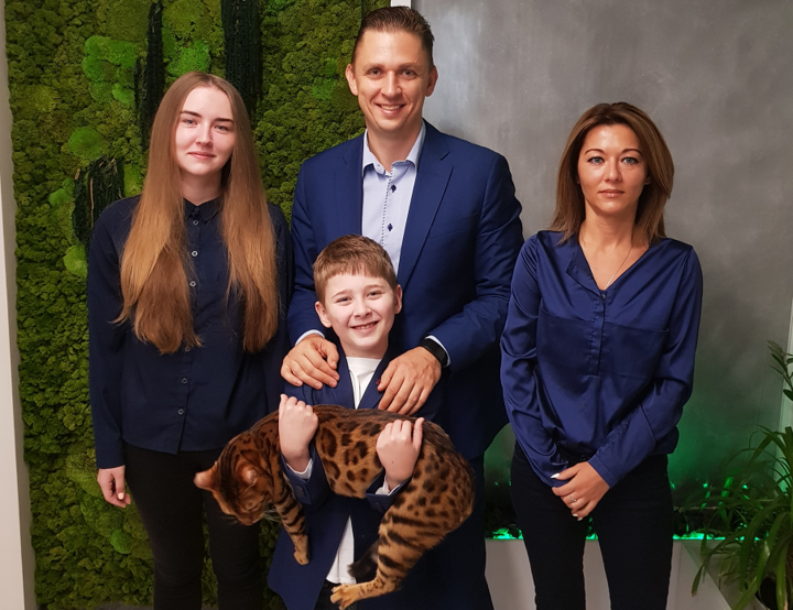 Анатолий с женой Екатериной, дочерью Кристиной (19 лет) и сыном Даниилом (8 лет)