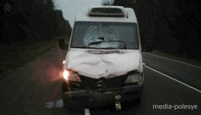 В ноябре по пути из Украины сожители из Бобруйска поссорились. Водитель высадил их на трассе, женщина пошла по обочине, а мужчина – по проезжей части, где его насмерть сбил микроавтобус