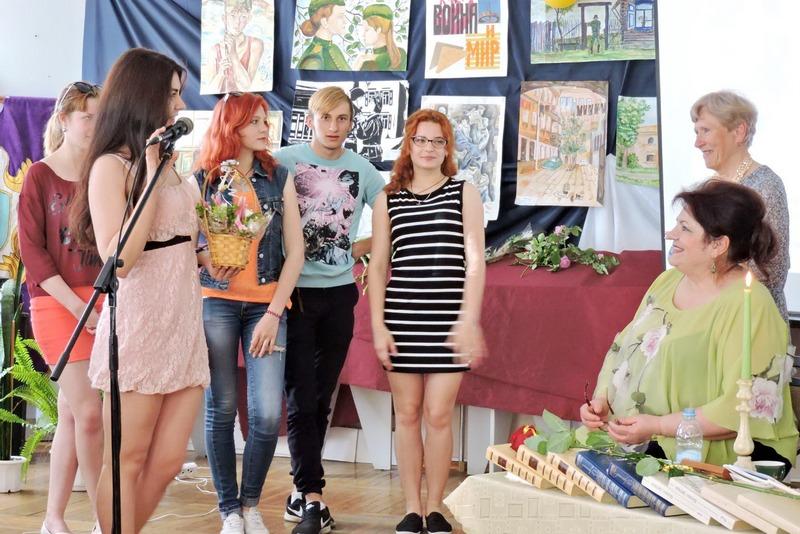 Модели театра моды =Дива= Анны Бондаренко с поздравлением Наталье Казанковой