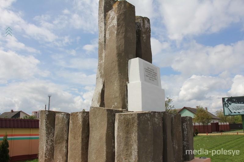 Базальтовые столбы в 1938 году везли в Пинск с месторождения на территории современной Украины