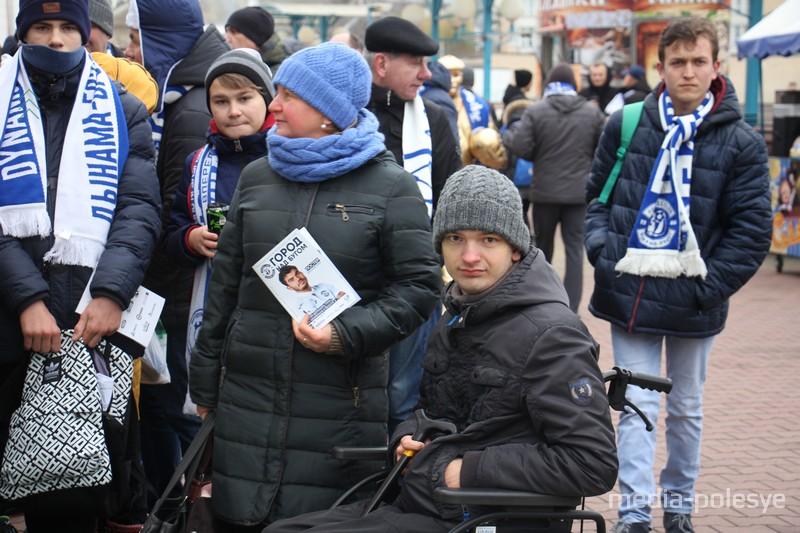 Прежде Артём не решался посещать стадионы, там очень многолюдно