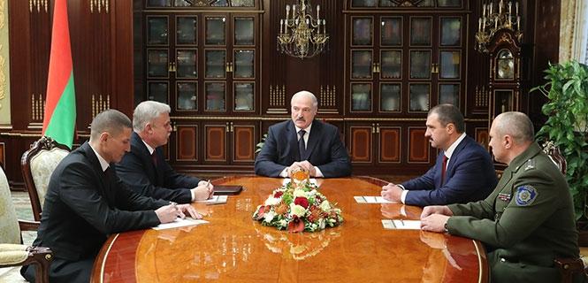 Глава ОАЦ Андрей Павлюченко слева. Фото: пресс-служба президента Беларуси