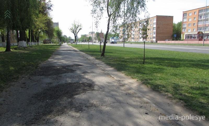 Пешеходная дорожка. Рядом появится ещё одна – для велосипедистов.