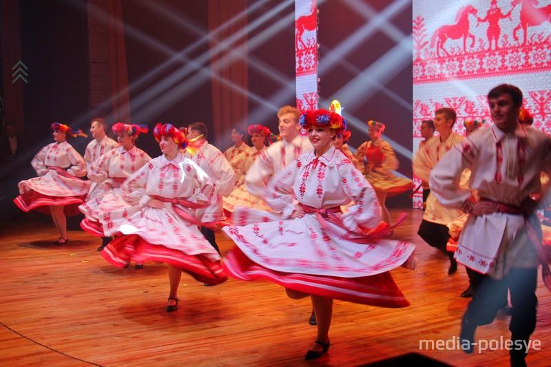 Танец от ансамбля «Пінская шляхта»